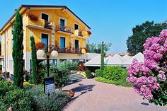 Hotel Riel - Sirmione ... Garda Lake, Lago di Garda, Gardasee, Lake Garda, Lac de Garde, Gardameer, Gardasøen, Jezioro Garda, Gardské Jezero, אגם גארדה, Озеро Гарда ... Welcome to Hotel Riel Sirmione. Hotel Riel put at the guests disposal 33 modern rooms with bathroom (shower), telephone, satellite TV LCD, safe, hair drier, air-conditioning, the majority with balcony. Well-known for the restaurant Al Braciere with its fine traditional cuisine glut