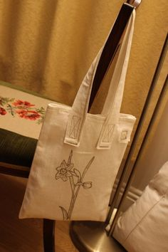 Tote bag with daffodil outline. Daffodils, Outline, Tote Bag, Trending Outfits, Unique Jewelry, Handmade Gifts, Happy, Christmas, Bags