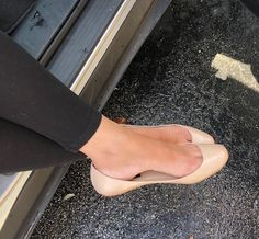 Sexy Legs And Heels, Sexy Feet, Shiny Shoes, Flat Shoes, Women's Shoes, Cute Flats, Ballerina Shoes, Professional Outfits, Girls Shoes