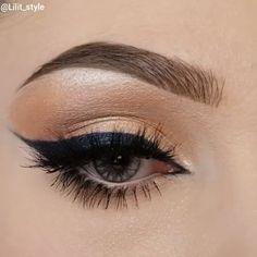 Gorgeous 😍 By: Day Eye Makeup, Glitter Eye Makeup, Blue Makeup, Smokey Eye Makeup, Makeup Art, Beauty Makeup, Eyeshadow Tutorial For Beginners, Eyeliner Tutorial, Drugstore Eyeliner Liquid