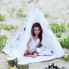 Naomi 💖 Shabby tent is finally up on etsy 😊 Fits great for minifees and also blythe #tent #miniature #bjd #belachixdollworld #minifee #fairyland #minifeeceline