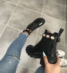 Bottine Gucci ❤️👑 – Best Long boots outfit – Ways to Wear Boots The Definitive Guide Sneakers Mode, Sneakers Fashion, Fashion Shoes, Fashion Outfits, Gucci Sneakers, Gucci Outfits, Cute Outfits, 80s Fashion, Look Fashion