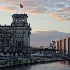 berlin | deutschland | regierungsviertel mit reichstag