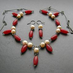 Perly a červená – Potvor - pomáhat tvořit