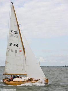 """Scheepszaak.nl - Laurin Koster 25 """"STORMZWALUW"""" Beautiful Ocean, Sailboats, Sailing Ships, Dutch, Om, Pocket, Classic, Travel, Design"""