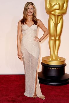 Mais bordado: Jennifer Aniston de nude Atelier Versace