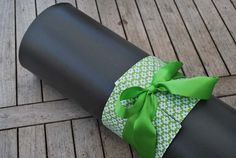 Yoga bow – green with white flowers