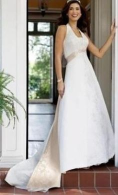 David's Bridal T9218: buy this dress for a fraction of the salon price on PreOwnedWeddingDresses.com