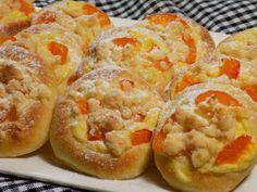 Koláčky s tvarohem a meruňkami Hot Dog Buns, Hot Dogs, Cheesesteak, French Toast, Food And Drink, Bread, Breakfast, Ethnic Recipes, Gardening