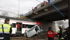 Herido leve tras caer su coche a la vía y golpearlo un tren. Una imagen de Alberto di Lolli.