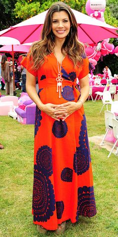 Adorable dress - maternity or not. Love the complimentary colors.