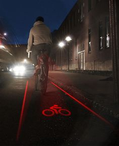 Riding on a road without a bike lane? That's no problem with this graphic light that projects an outlined bike lane behind you at almost one mile away. Cool Technology, Technology Gadgets, Tech Gadgets, Cool Gadgets, Bike Gadgets, Create Bikes, Velo Design, Velo Vintage, Bike Path
