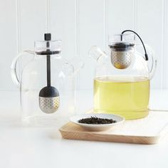 I love the clean, sleek design that is so typical of the Scandinavian teapot conception.