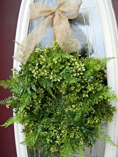 living wreath w/ ferns Easter Wreaths, Holiday Wreaths, Holiday Decor, Green Decoration, Inside Garden, Diy Spring Wreath, Camping Recipes, Landscaping Design, Container Garden