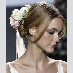 Coques para noivas com acessórios. #casamento #noivas #acessórios #coques