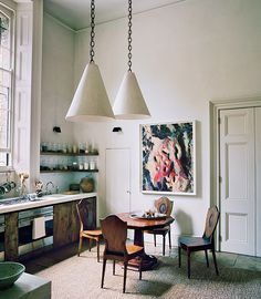 British designer Rose Uniacke's home, as featured in Vogue took my breath away. Ever since discovering Rose Uniacke's uniquely chic. Decoration Inspiration, Interior Design Inspiration, Home Design, Modern Design, Kitchen Interior, Kitchen Design, Interior Bohemio, Rose Uniacke, Classic Kitchen