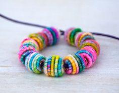 Tejido hecho a mano pequeño textil granos para diseños de joyería artesanal