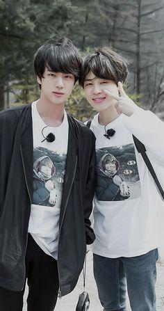 Seokjin [Jin] and Jimin Namjoon, Jimin Jungkook, Bts Bangtan Boy, Taehyung, Foto Bts, Bts Photo, Park Ji Min, Kpop, Les Bts