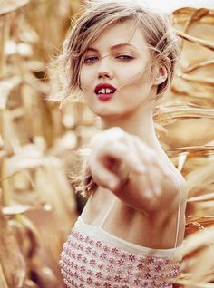 Lindsey Wixson in Corn Fields for Vogue Australia #lindseywixson   #fashion   #editorials   http://www.bliqx.net/lindsey-wixson-in-corn-fields-for-vogue-australia/