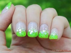 Ida-Marian kynnet / Bright green glitter tips / #Nails #Nailart