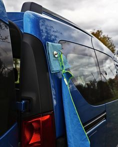 Clever magnet applications for the micro camper- Clevere Magnet-Anwendungen für den Micro Camper Hook magnet with towel - Camping Info, Camping Guide, Camping Glamping, Camping Hacks, Camping Ideas, Travel Hacks, Minivan Camping, Auto Camping, Camping Survival