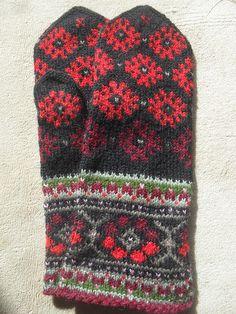 Ravelry: Bumbucis' Latvian/Estonian mittens 2 in 1, improvised