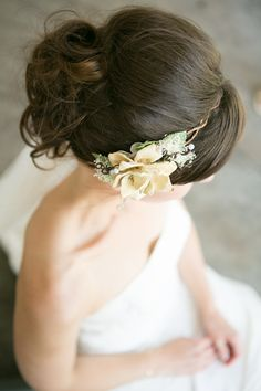 floral hairpiece by http://www.etsy.com/shop/serenitycrystal  Photography By / http://amalieorrangephotography.com