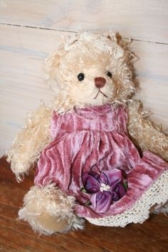 NELLIE is a Settler Bear from the Rubyvale Collection.  Price:  AU$29.25 SHIP WORLDWIDE Email: mailto:toodledoo@bigpond.com www.settlerbearsa..., Mobile: 0433 253 800 Toodle Doo - the MAGIC place to shop!