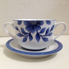 Pottery Painting Designs, Paint Designs, China Clay, Christmas Paintings, Ceramic Painting, Blue Design, Watercolor Art, Tea Cups, Projects To Try