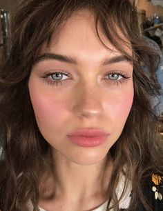 Shimmery and Natural Summer Makeup Beauty & Make up Makeup Inspo, Makeup Inspiration, Makeup Tips, No Makeup, Makeup Ideas, Makeup Blush, Pale Skin Makeup, Witch Makeup, Flawless Makeup