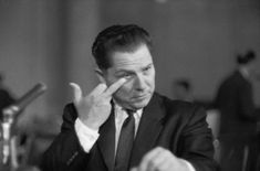 Jimmy Hoffa gives the finger to Attorney General Bobby Kennedy at a hearing. I'm a Kennedy fan, but you have to admit you don't see this every day Real Gangster, Mafia Gangster, John Connally, Drame, Thing 1, Swamp Thing, Go Blue, Interesting History, Gangsters