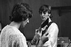 George Harrison & John Lennon • Philadelphia, Pennsylvania. Aug. 16, 1966 - 11 Rare Beatles Pics Youve Never Seen Before That Just Surfaced