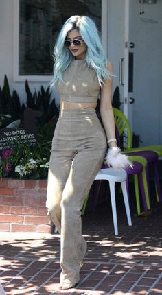 Kendall & Kylie Jenner Get in Sisterly Bonding Time!: Photo Kendall and Kylie Jenner head back to their car after having lunch at Mauro's Cafe on Friday afternoon (July in West Hollywood, Calif. The reality star sisters… Kylie Jenner Outfits, Kylie Jenner Style, Kendall And Kylie Jenner, Fashion Line, Fashion Beauty, Women's Fashion, Jenner Girls, Jenner Sisters, Elegant Outfit