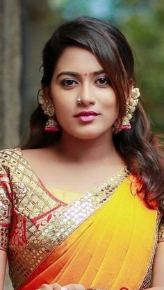 Beautiful Girl In India, Beautiful Red Hair, Beautiful Girl Photo, Beautiful Indian Actress, Beautiful Actresses, Cute Beauty, Beauty Full Girl, Beauty Women, Indian Beauty Saree