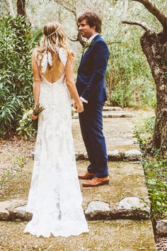 Backless Lace Wedding Dress | Feather Headpiece | Outdoor Deià, Mallorca Destination Wedding | Graves Estate Ceremony | Ca's Xorc Reception | Feather Headdress | Greenery & White | Katinka Stone Photography | http://www.rockmywedding.co.uk/brienne-adam/