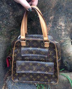 Faça o seu dia ainda mais feliz com essa bolsa incrível  essa a mulherada pira  #LouisVuitton #couro #belíssima  #brechocamarimtododianovidade #brecho.