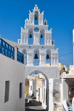 Santorin est sans nul doute la perle des Cyclades. Incontournable si tu visites les Cyclades, il te faudra y faire un passage de quelques jours. Nous te disons que faire et que voir suite à notre séjour de 4 jours.