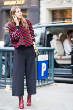 Interested in getting in on the culottes trend? Here are styling tips and inspiration for how to wear culottes and still look cool. Mode Outfits, Winter Outfits, Fashion Outfits, Ss15 Fashion, Black Outfits, Dress Winter, Woman Outfits, Winter Clothes, Winter Dresses
