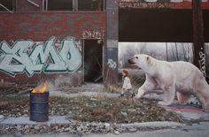 Kevin Peterson est un jeune artiste peintre qui vit et travaille à Houston aux États-Unis. Nous sommes instantanément éblouis par sa technique et par l'hyperréalisme de ses toiles.  Pour sa deuxième exposition solo, il a choisi la galerie Thinkspace à Los Angeles. Les thèmes de l'artiste sont l'enfance, l'innocence, les animaux, le tout mixé dans un univers urbain en friche.