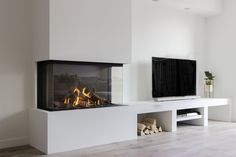 Home Fireplace, Modern Fireplace, Living Room With Fireplace, Living Room Grey, Fireplace Design, Home Living Room, Interior Design Living Room, Living Room Decor, Built In Wall Units
