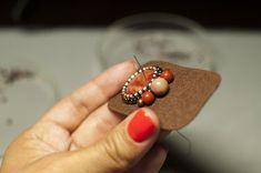 В этом мастер-классе я расскажу, как создать достаточно простые, но очень красивые серьги с камушком в технике вышивки бисером. Нам понадобятся: - тонкий жесткий фетр как основа для вышивки;- небольшие кабошоны из натуральных камней (можно использовать так же пластиковые, деревянные, стеклянные и любые другие кабошоны);- бисер японский TOHO № 8, чешский preciosa №10, японский TOHO №11, японский…