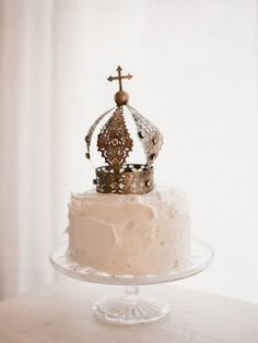 Simple white #buttercream with a #crown on top