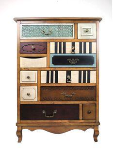 Je moet er wel behoorlijk handig voor zijn, maar van verschillende oude kasten en lades kan je deze geweldige nieuwe kast maken!