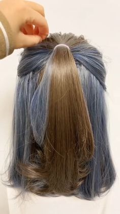 Frisuren Beautiful 💖💖 The fashion world, however, rarely cares for the name of a university if it do Easy Hairstyles For Long Hair, Everyday Hairstyles, Bun Hairstyles, Simple Casual Hairstyles, Hairstyles Videos, Beautiful Hairstyles, Medium Hair Styles, Curly Hair Styles, Pelo Casual