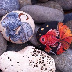 "255 likerklikk, 5 kommentarer – Ayşegül Tolunay (@pietraizmir) på Instagram: ""🐬#balık #fish #stoneart #painting #dekor #dekoratifboyama #doğal #natural #elyapımı #handmade…"""