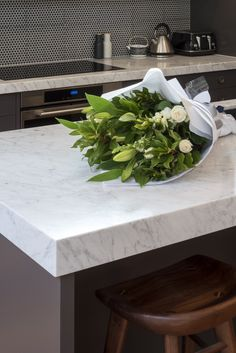 Maybe today, just because it's Friday, you should give someone you love some flowers, even yourself... or maybe even a new Carrara Marble kitchen bench 😜 📷by @rachellewisphotography  #cdkstone #cararra #carraramarble #marble #naturalstone #naturalbeauty #naturesmasterpiece #kitchendesign #kitcheninspiration #designinspiration