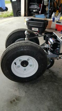 This trailer dolly is built using parts available at Princess Auto (in Canada) and probably Harbour Freight in the US. Parts list: 2000 lb ATV winch 16 tooth drive gear 54 tooth driven gear… Atv Winch, Trailer Dolly, Power Trailer, Trailer Plans, Trailer Build, Welding Trailer, Welding Gear, Bike Trailer, Chairs