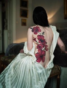 Tatuagem de Flor   Costas Feminina