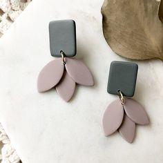 Diy Earrings Polymer Clay, Diy Earrings Easy, Easy Polymer Clay, Polymer Clay Sculptures, Polymer Clay Flowers, Earrings Handmade, Diy Clay, Ceramic Jewelry, Metal Jewelry