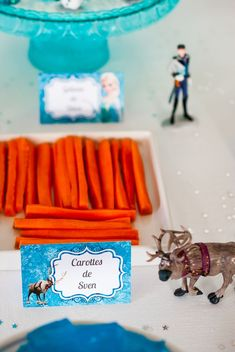 sweet-table-reine-des-neiges-disney-lilie-bakery-6